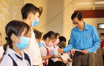 Trao 150 suất học bổng cho học sinh con gia đình chính sách, có hoàn cảnh khó khăn ở Tiền Giang