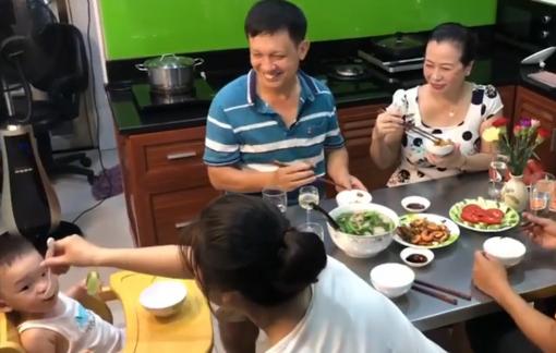 Tôm rim thịt và canh cá thác lác nấu cải bẹ xanh