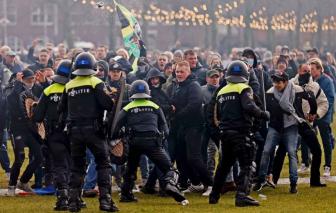 Hà Lan biểu tình chống hạn chế COVID-19, hệ thống y tế Bồ Đào Nha sắp sụp đổ