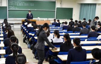 Không đeo khẩu trang đúng cách, một học sinh Nhật Bản bị cấm thi đại học