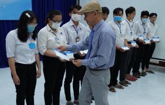 Trao 100 suất học bổng đến sinh viên tỉnh Bến Tre