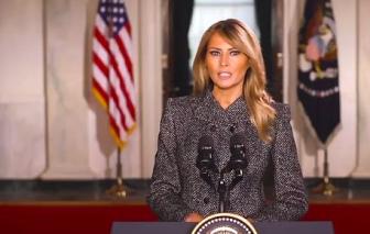 """Bà Melania Trump kêu gọi mọi người """"vượt lên những gì gây chia rẽ"""" trước khi rời Nhà Trắng"""