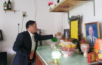 Lãnh đạo huyện Hoàng Sa thăm, tặng quà tri ân nhân chứng Hoàng Sa