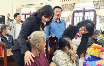 TP.HCM tặng quà Tết cho người dân các tỉnh, thành bị thiên tai