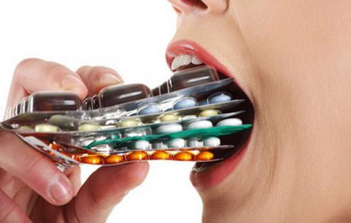 Clip: Điều gì xảy ra khi uống thuốc mà không có nước?