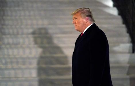 Tổng thống Trump khoan hồng cho 143 người, nhưng không có ai trong gia đình ông