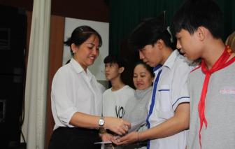 Trao học bổng và quà cho con em đối tượng chính sách thuộc Hội Cựu chiến binh TPHCM
