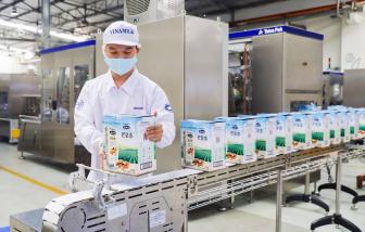 """Vinamilk """"xông đất"""" năm 2021 với lô hàng lớn gồm sữa hạt và sữa đặc xuất khẩu đi Trung Quốc"""