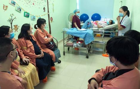 Tăng dịch vụ, khuyến khích phụ nữ thành phố sinh con