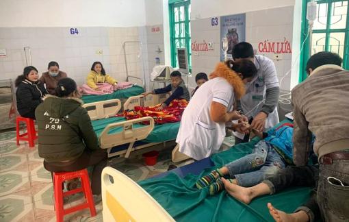 7 học sinh tiểu học ở Nghệ An nhập viện cấp cứu sau khi ăn bánh mì