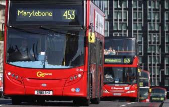 London trưng dụng xe buýt làm xe cứu thương chuyên chở bệnh nhân COVID-19