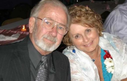 Cặp vợ chồng kết hôn 70 năm cùng qua đời vì COVID-19: Nắm tay nhau đến cuối cuộc đời