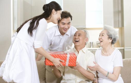 Nhà nội - nhà ngoại, biếu tiền tết bao nhiêu là đủ?
