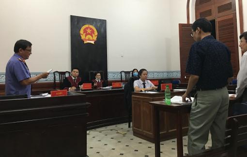 Nghiên cứu sinh kiện Trường đại học KHXH&NV: Y án sơ thẩm