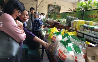 Không để thiếu hụt hàng hóa, tăng giá thực phẩm dịp tết