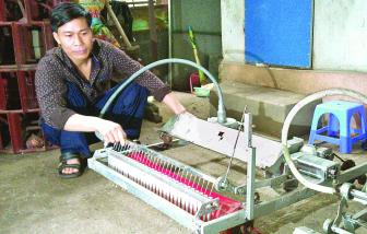 Nhà sáng chế lớp Bảy xuất máy nông nghiệp đi Tây