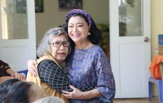 """NSND Kim Cương: """"Tuổi này, còn được gặp nhau, vui trước đi đã"""""""