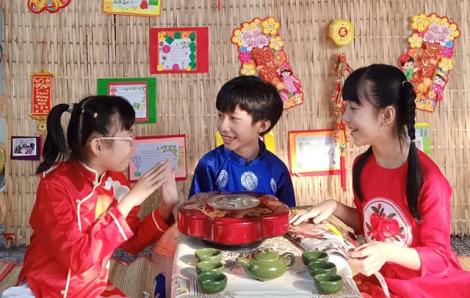 Học sinh Sài Gòn thích thú đón... giao thừa sớm