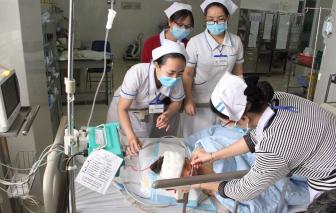 Đắk Lắk: Trao sổ tiết kiệm hơn 1,4 tỷ đồng cho bé trai 5 tuổi bị cha chém nhập viện