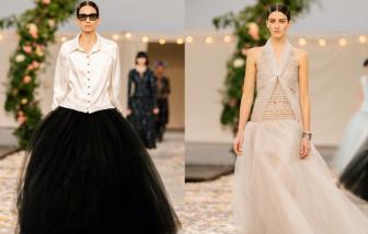 Chanel ra mắt những mẫu váy khiến lưng phụ nữ dài cả mét