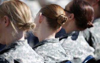 Nữ quân nhân Mỹ đã được phép làm đẹp