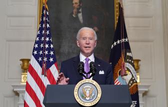 Tổng thống Joe Biden tăng tốc thu mua vắc-xin trong bối cảnh thiếu hụt