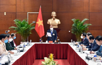 Thủ tướng Nguyễn Xuân Phúc họp khẩn về COVID-19 ngay nơi tổ chức Đại hội XIII