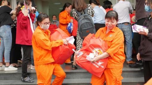 Hơn 190.000 công nhân ở TP.HCM không về quê ăn Tết