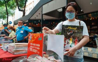 Sạp báo Xuân gây quỹ từ thiện tại đường sách Nguyễn Văn Bình, quận 1