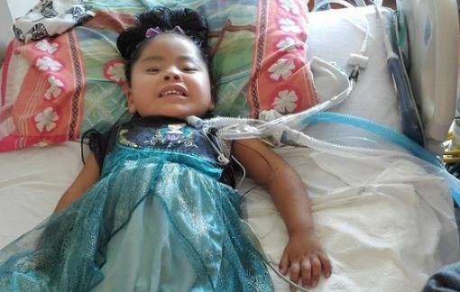 Bé gái 4 tuổi khỏe mạnh về nhà sau khi chiến đấu với COVID-19 suốt 9 tháng