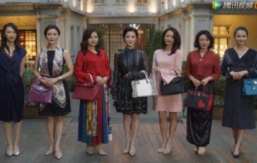 """Phụ nữ Trung Quốc lao vào mua sắm hàng xa xỉ để """"định nghĩa"""" lại sự thành đạt"""