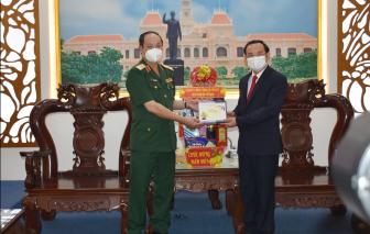 Bí thư Thành ủy TPHCM thăm, chúc tết các đơn vị quân đội