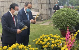 Lãnh đạo TPHCM dâng hương, dâng hoa Chủ tịch Hồ Chí Minh cùng các anh hùng liệt sĩ