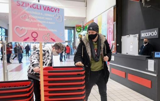 """Đi siêu thị để """"hết độc thân"""" vào ngày lễ Tình nhân"""