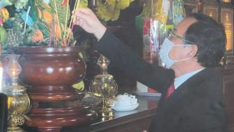 Lãnh đạo TPHCM dâng hương Chủ tịch Hồ Chí Minh và các anh hùng liệt sĩ