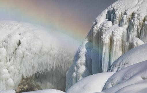 Thác nước ở Mỹ huyền ảo giữa băng tuyết