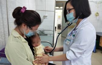 Bệnh nhi 12 tháng tuổi nguy kịch do người nhà rửa mũi nhầm bằng cồn 90 độ