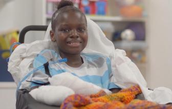 Đau lòng cậu bé 10 tuổi bị cắt bỏ tay chân trong trận chiến chống COVID-19