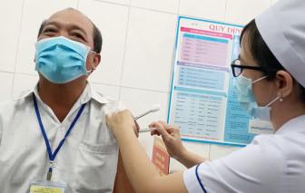 Cận cảnh người dân tỉnh Long An được tiêm thử nghiệm vắc-xin ngừa COVID-19