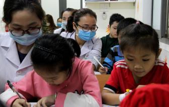 Lớp học đặc biệt trong bệnh viện của những người mang áo blouse trắng
