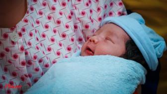 Vợ chồng bác sĩ hạnh phúc khi sinh con vào ngày Thầy thuốc Việt Nam