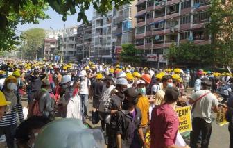 Người dân Myanmar tiếp tục xuống đường sau cuộc đàn áp đẫm máu hôm 28/2