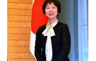 Người phát ngôn Yamada từ chức vì ăn tối với con trai Thủ tướng