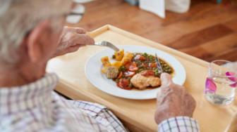 Sao cha vợ không vào bếp?
