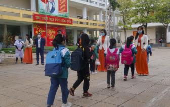 Hà Nội đón học sinh trở lại trường sau kỳ nghỉ tết dài