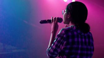Họ giải khuây thế nào nếu không hát karaoke?
