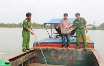 Trà Vinh: Xử phạt một 'cát tặc' gần 50 triệu đồng