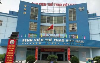 Phản đối khai báo y tế, người nhà lao xe ô tô dọa giám đốc bệnh viện