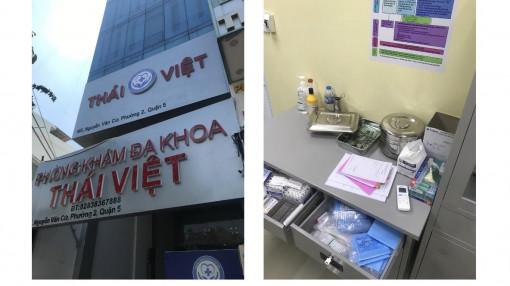 TPHCM: Hai người Trung Quốc mặc áo blouse rời phòng khám khi phát hiện có đoàn kiểm tra