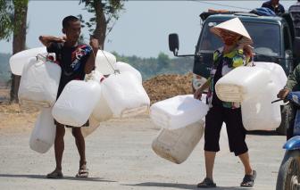 Giá nước vùng hạn mặn miền Tây tăng từ 3-5 lần
